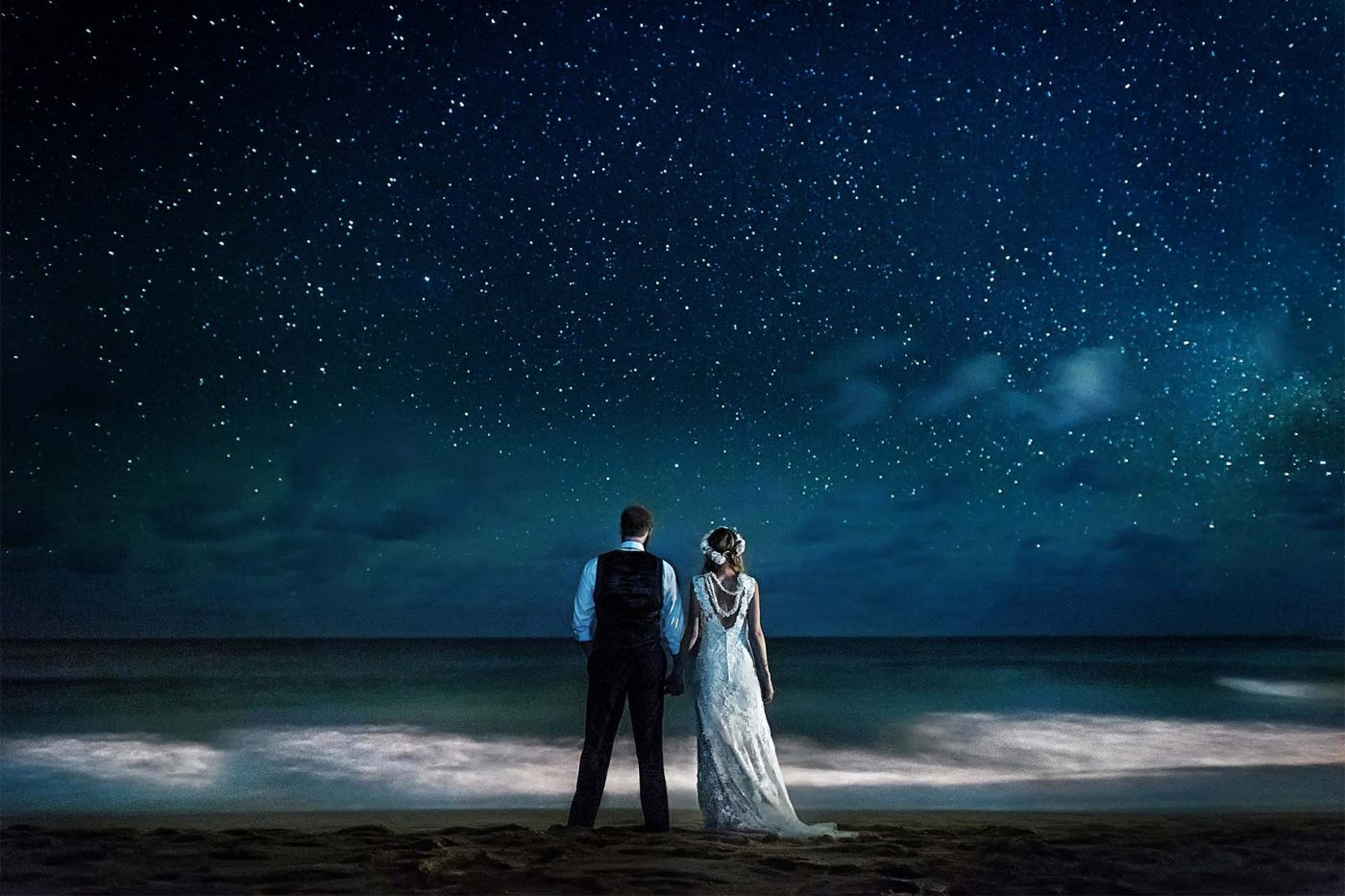 Top Hawaii destination wedding and elopement photographer on the Island of Maui and Kauai under the stars