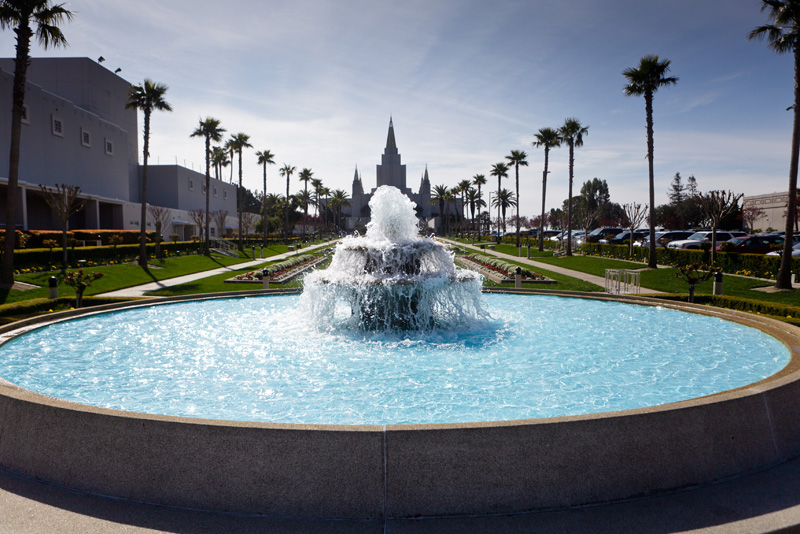 Oakland LDS Temple for wedding photography with the water fountain in the front