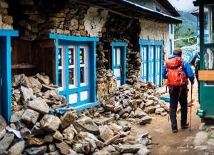 everest base camp trail earthquake rubble