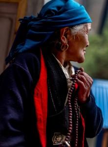 woman of nepal praying