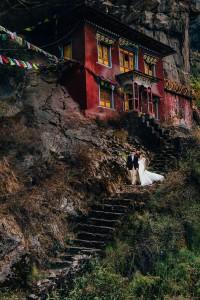 mt everest wedding photographs married on monastery