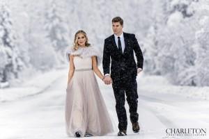 winter wedding photographer in Alaska snow