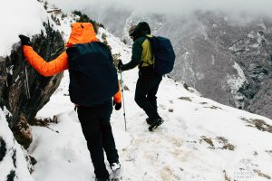 everest trek in the winter snow of march