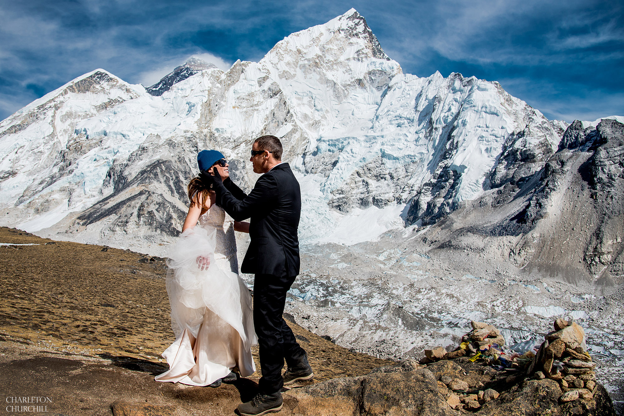 couple marries on Mt. Everest with wedding dress