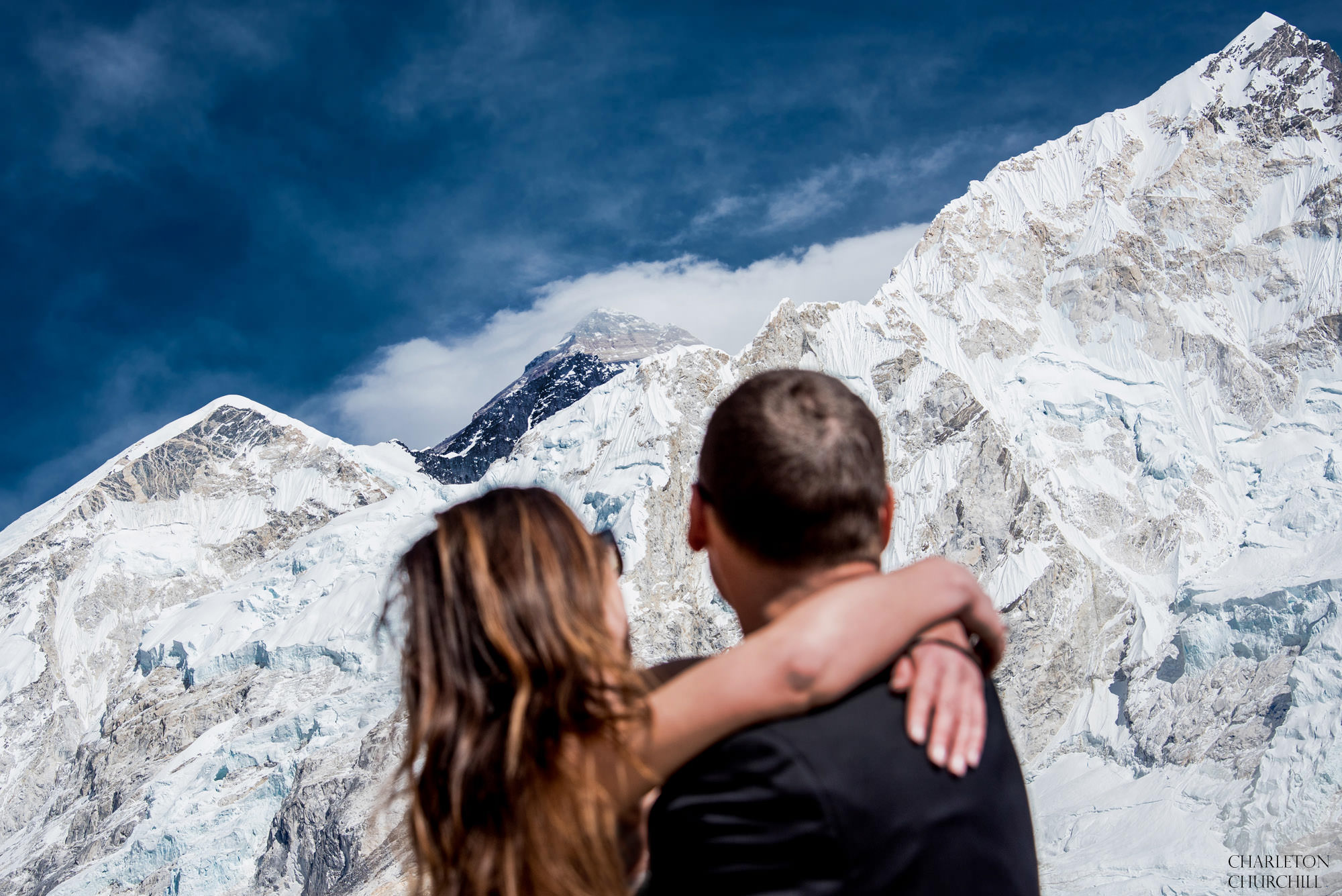 bride and groom gets married on everest