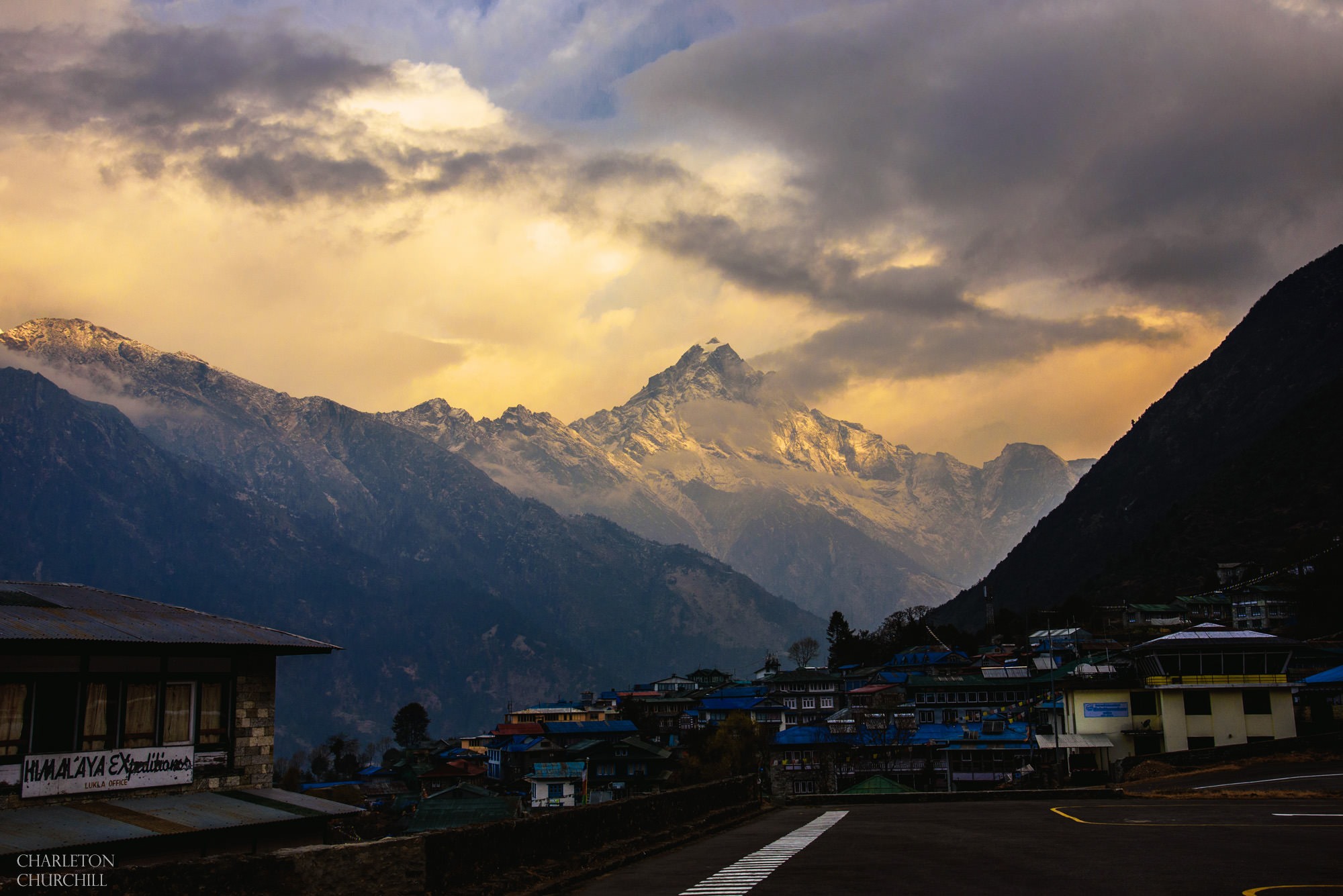 himalayas image from lukla airport